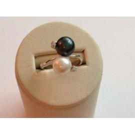 Anello in oro bianco 750% - 18Kt e perle naturali