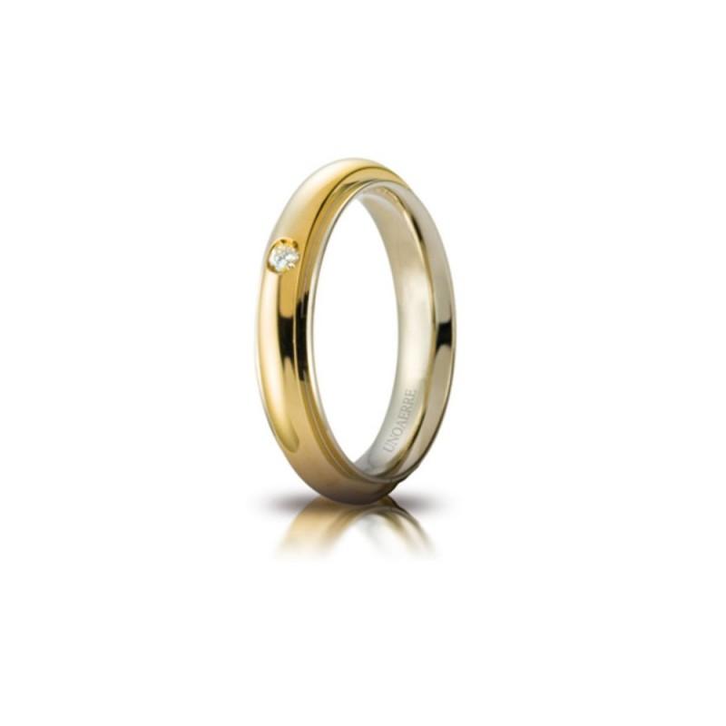 Fede Unoaerre in oro giallo e bianco, modello Andromeda, con brillante da ct 0,03 lucida larghezza fascia 4mm unisex